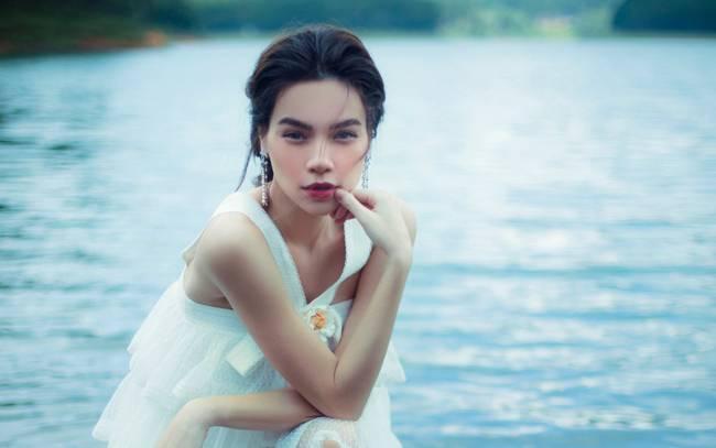 Hồ Ngọc Hà mạo hiểm lội xuống hồ chụp ảnh cho Album Love Songs