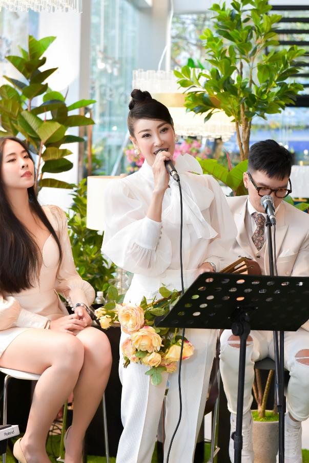 Hoa hậu Hà Kiều Anh lần đầu làm MC tại Hoàng Nam Group
